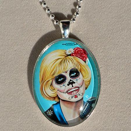 Doris Day Las Muertas Pendant